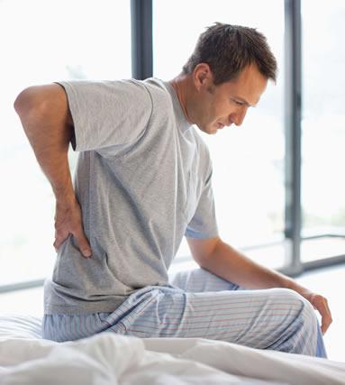 Böhm Asesores de Seguros | Postura encogida, contracturas y dolor muscular: cómo afecta el invierno al dolor de la espalda